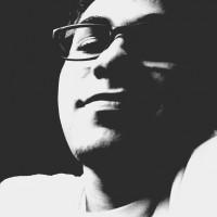 josechacur, autor del poema'Me observan desde adentro''