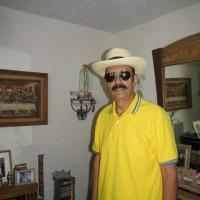 eUGENIO PEREZ PEREZ, autor del poema'Pino y Flamboyant''